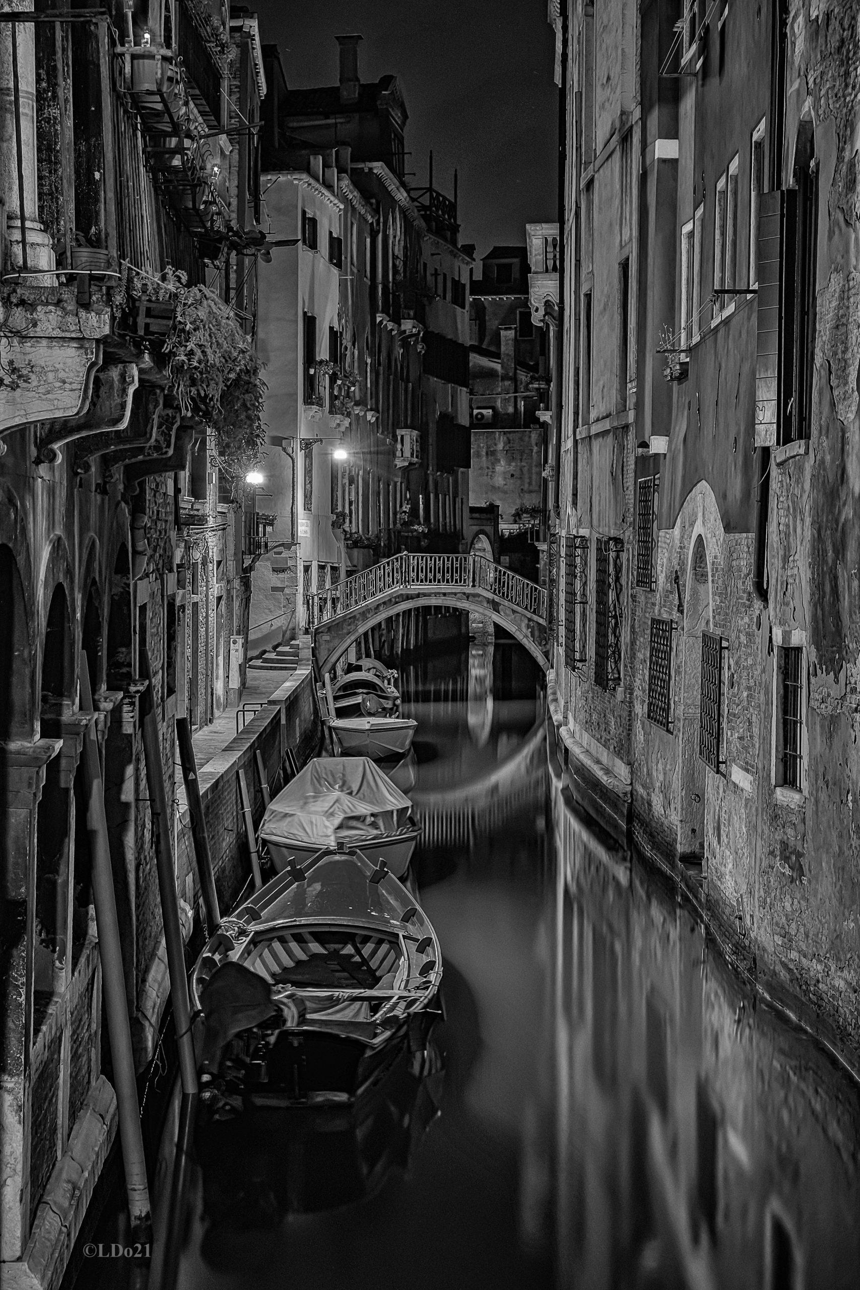 Venedig, bei Nacht in schwarz-weiß